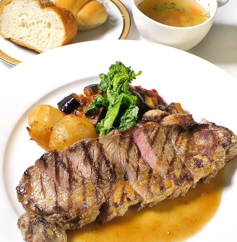 画像:牛ロースステーキ スープ・ライスまたはパン付(一日30食)