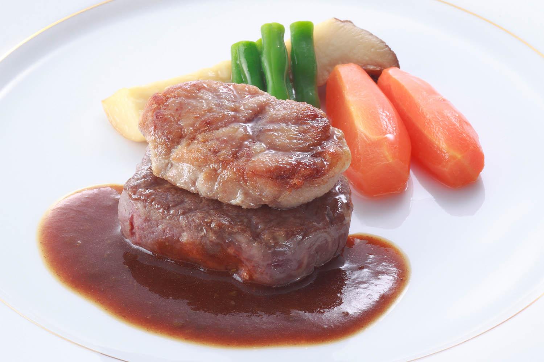 牛フィレ肉のステーキ 仔牛の胸腺肉添え エストラゴン風味のソース