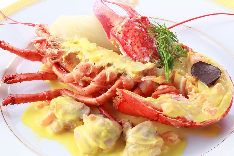 オマール海老と蛤のサフラン風味 トリュフ飾り