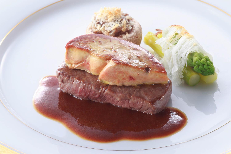 牛フィレ肉のステーキとフォワグラのポワレ マデラ酒風味ソース