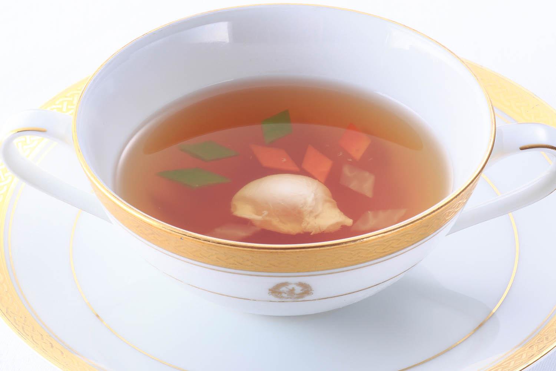 コンソメスープ コルベール風(鶉の卵と野菜入り)