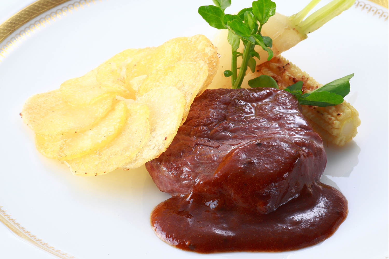 C 国産牛フィレ肉のステーキ ジャガ芋のガレット添え トリュフ入りソース