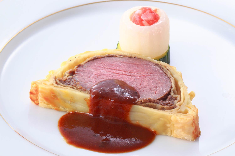 牛フィレ肉のパイ包み焼き トリュフ入りデミグラスソース ¥6,480