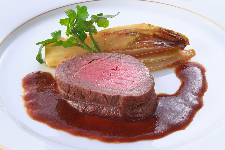 牛フィレ肉の赤ワイン蒸し焼き アンディーブのキャラメリゼ添え ¥5,400